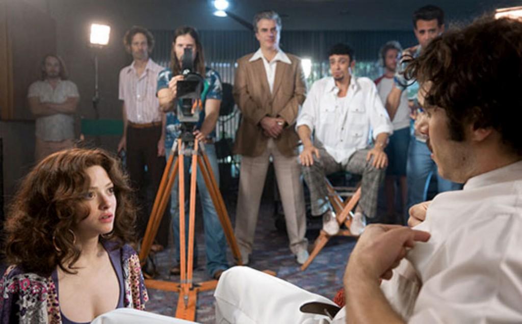 """Linda Lovelace e Harry Reems interpretados por Amanda Seyfried e Adam Brody em """"Lovelace"""", """"biopic"""" que estreia nos EUA em Julho"""
