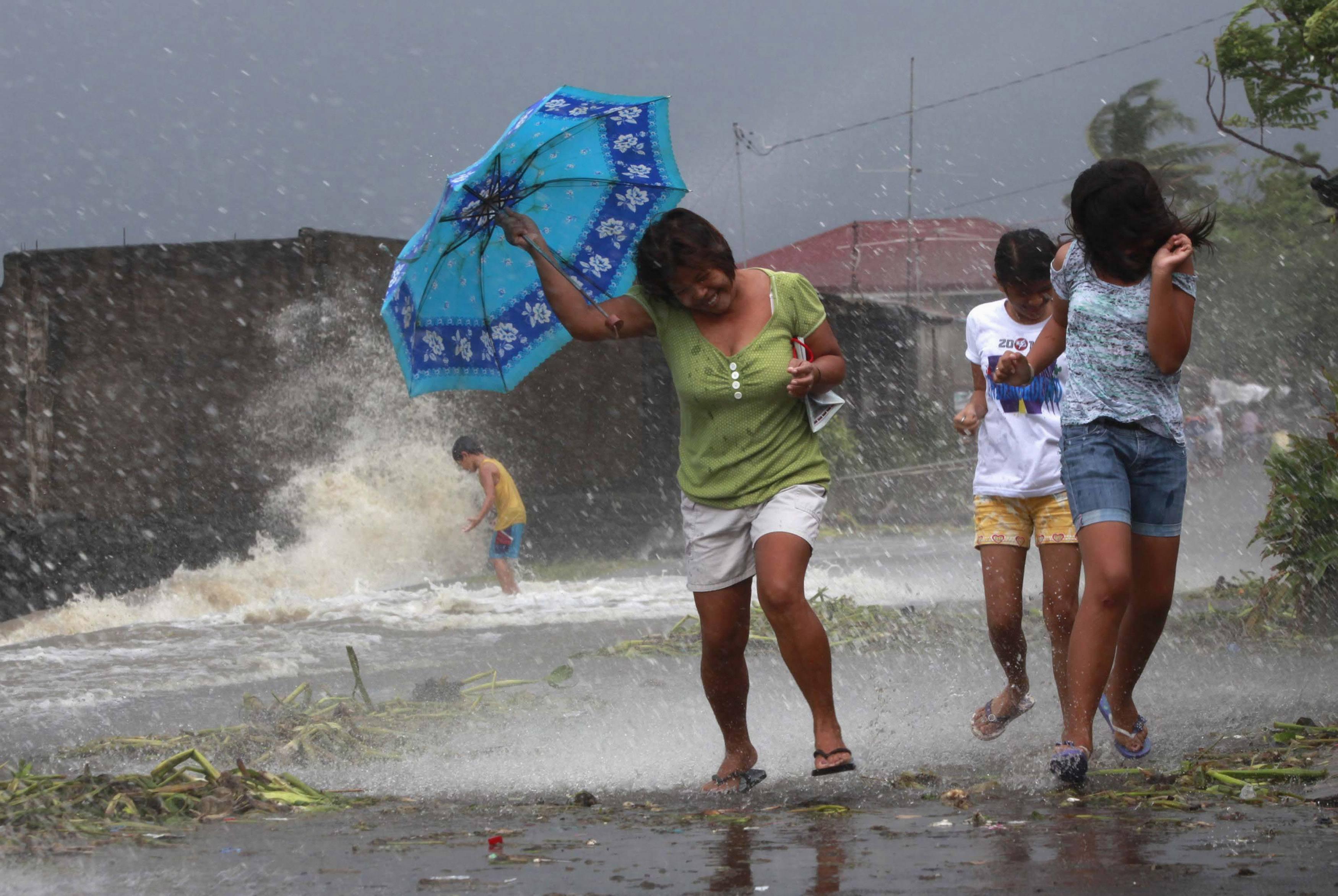 As ondas chegaram a atingir os 15 metros em algumas zonas