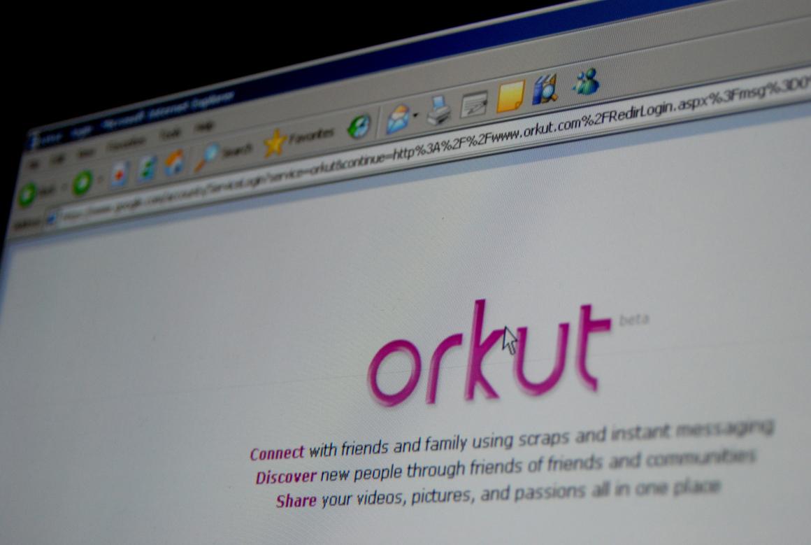 Foto: Google diz adeus à sua primeira rede social Em 2004, o Google lançou o Orkut, a sua primeira rede social. Dez anos volvidos, a empresa norte-americana informou que o irá encerrar a 30 de Setembro. Após a divulgação do comunicado, deixou de ser possível registar novos perfis nesta rede social. http://go.pwm.pt/1qulmmP