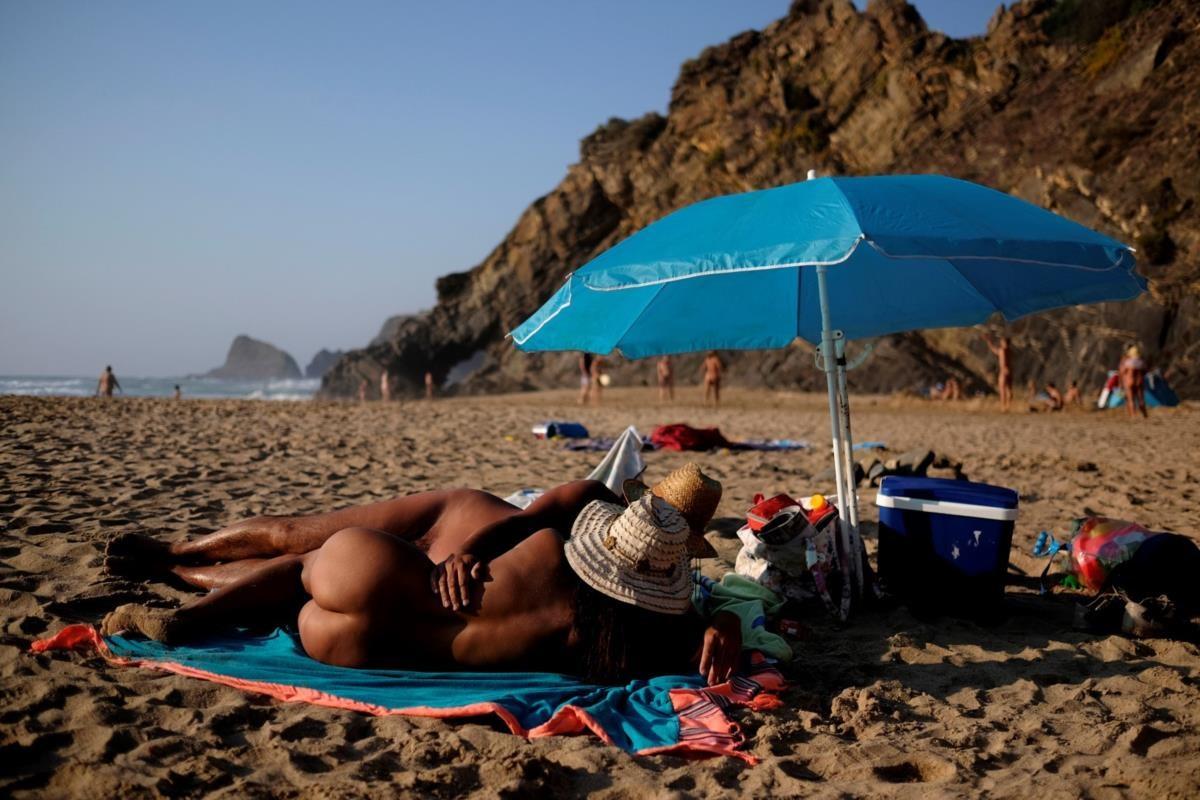 convivio intimo lisboa gajas nuas na praia